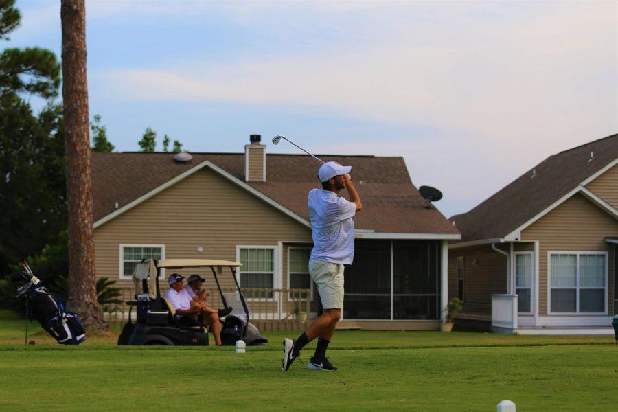 Varsity+golfer+Simon+Dunn+tees+off
